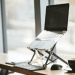 PCスタンドを使うメリットはこんなに多い!作業効率を上げる簡単な方法。