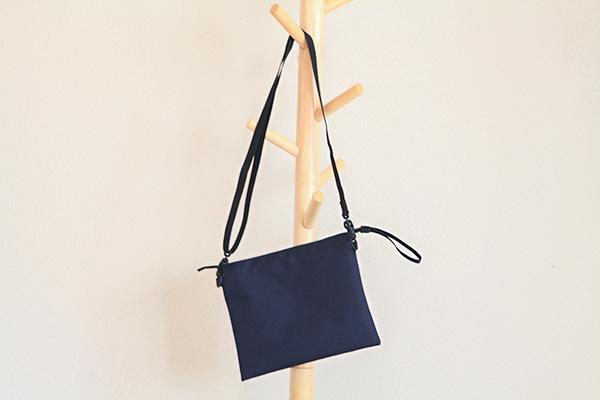 [話題]iPad mini / iPhoneをコンパクト収納。小物バッグはこれが良い