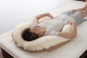 腰痛やイビキにも効く。抱き枕が睡眠に最高のアイテム??