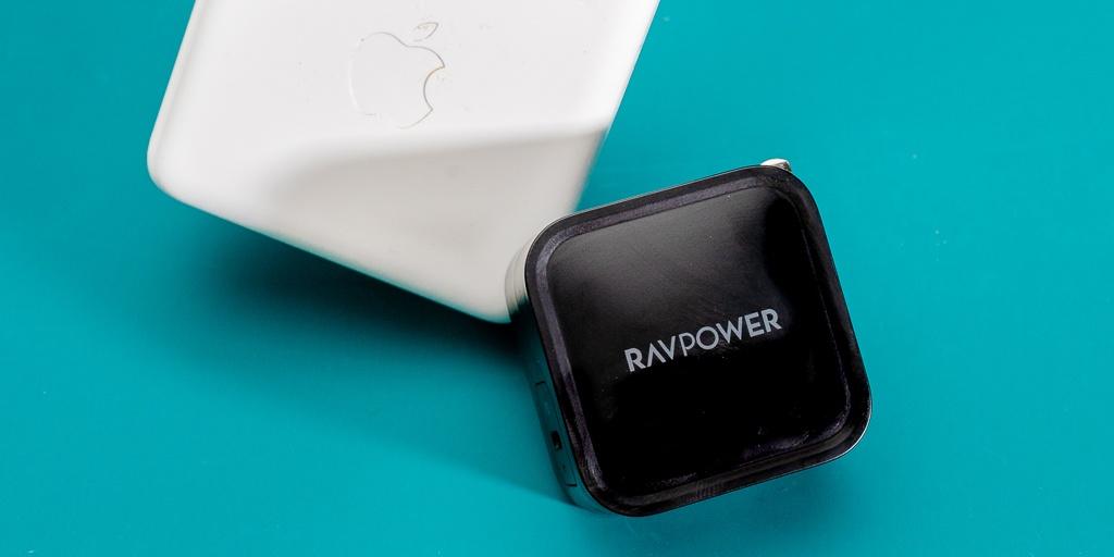 """Macbookの充電器はこれしかない。世界最小クラスで""""61W""""の最高出力。"""