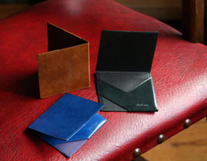 【2020年】現金とクレカが入る世界最小クラスの財布『abrAsus』の魅力